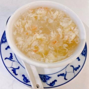 Potage d'asperges aux crabes